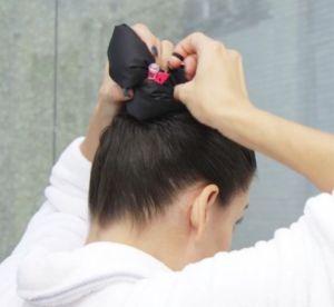 L'accessoire cheveux qui va révolutionner le shampoing