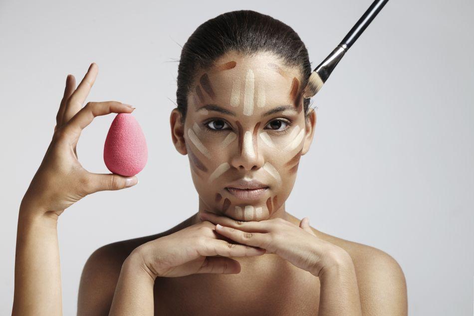 Le Beauty Blender est idéal pour estomper le contouring.