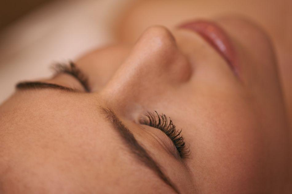 Le mascara semi-permanent : pour qui et comment ça marche ?