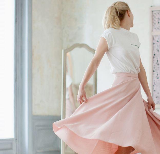 Rien de tel qu'une belle jupe fluide pour aborder le printemps avec sérénité.