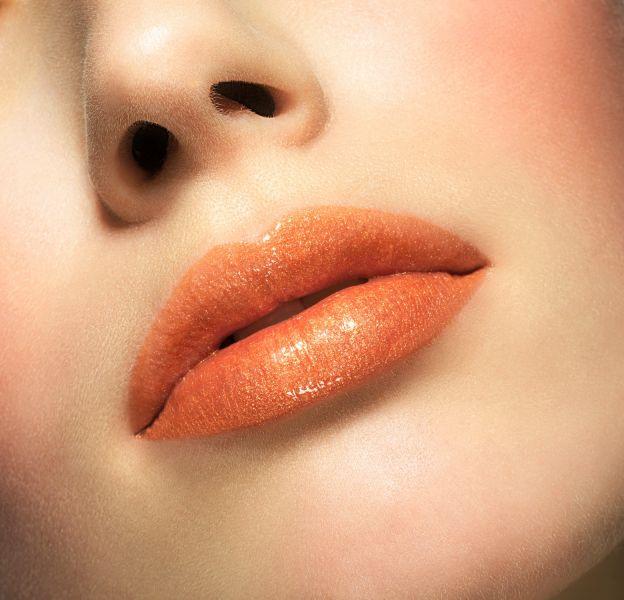 Comment adopter le rouge à lèvres orange.
