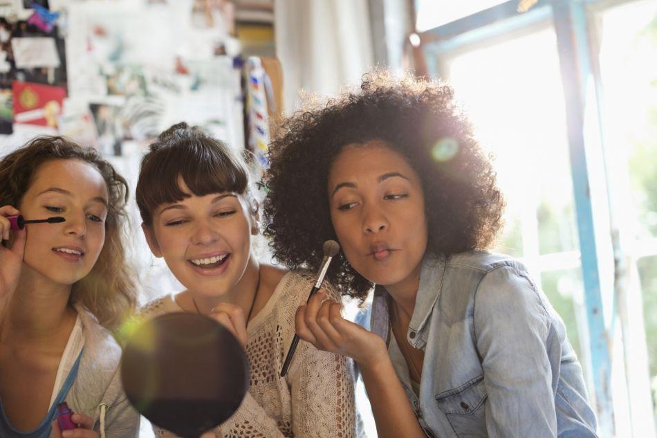 Lorsque l'été arrive, la routine maquillage doit être modifiée.