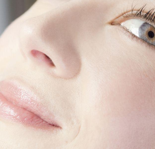 Le charbon est le remède miracle contre les pores dilatés.