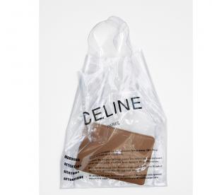 Céline sort un sac en plastique... complètement collector !