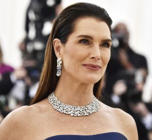 Brooke Shields en bikini à 52 ans : son message fort