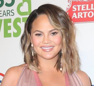 Chrissy Teigen : elle assume ses vergetures sur insta