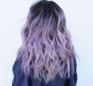 Les cheveux lilas millenium : comment réussir sa coloration ?