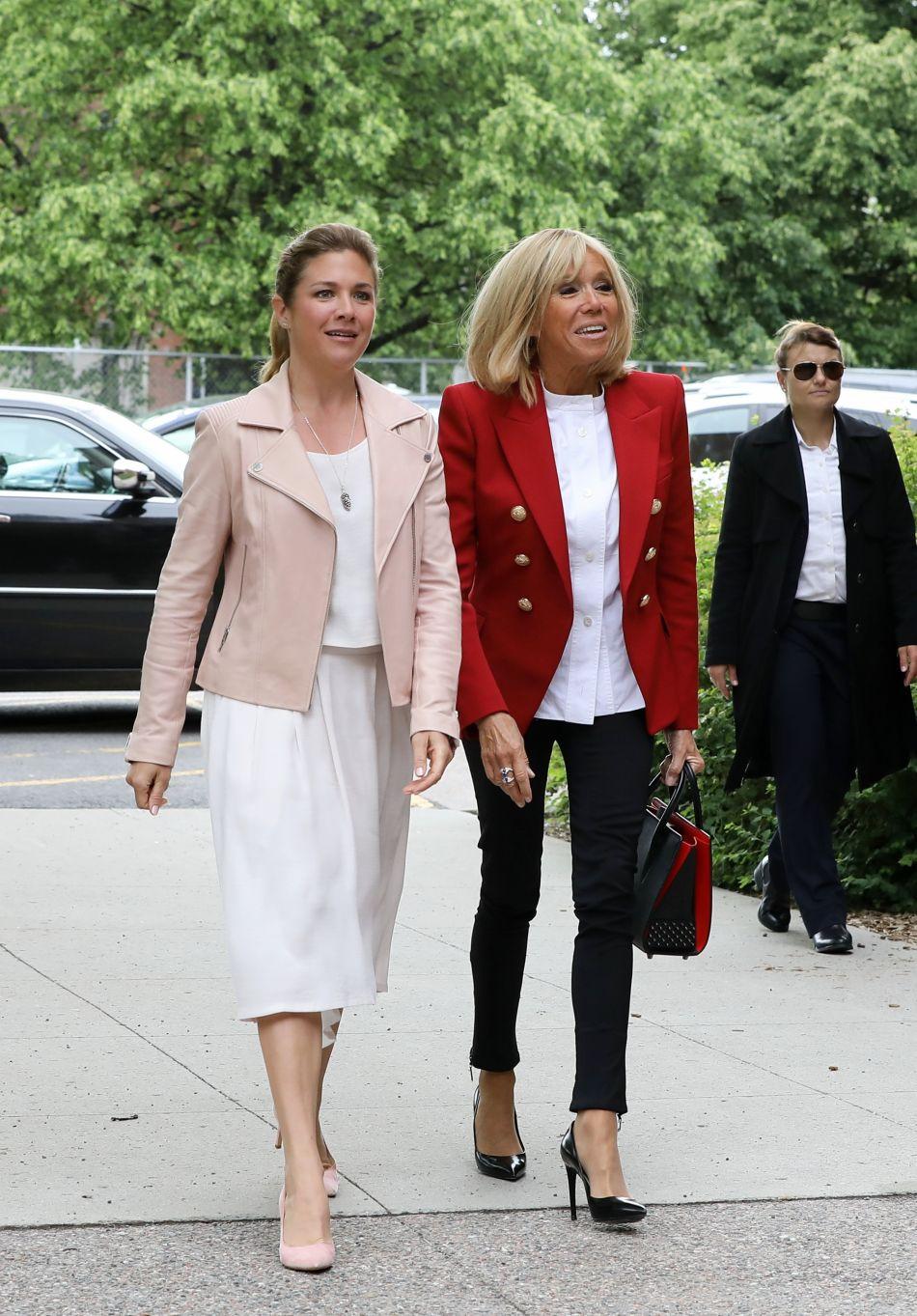50a55a29c1ba La femme d Emmanuel Macron enchaîne les apparitions élégantes et pointues.  En visite officielle au Canada