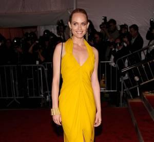 Amber Valetta dessine une ligne de vêtements pour la marque Monrow