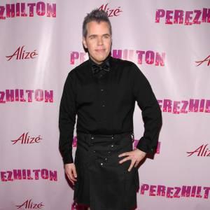 L'extravagant bloggeur Perez Hilton opte pour un modèle Pink
