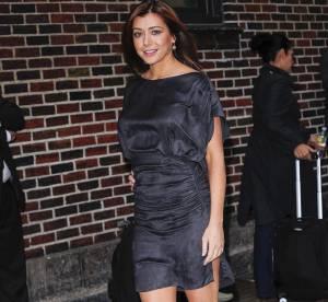 Alyson Hannigan, très glamour en robe fendue