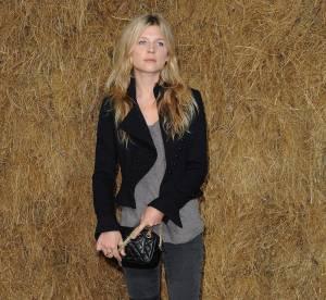 Clémence Poésy ose le pantalon rapiécé chez Chanel