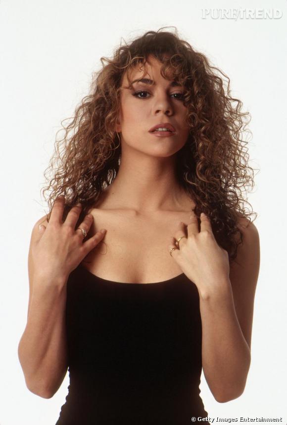 A ses débuts, Mariah Carey est une chanteuse à voix romantique et son look suit : robes noires longues, cheveux au naturel... La diva subit l'influence de son mari Tommy Mottola qui va jusqu'à choisir ses tenues pour elle.