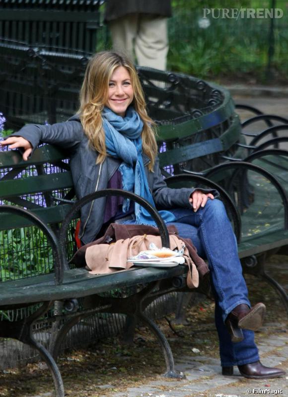 Jennifer Aniston qui a également contribué à faire de la frange une tendance capillaire omniprésente, s'en est également débarrassée et arbore une coiffure plus libre à l'instar d'Hilary Duff.