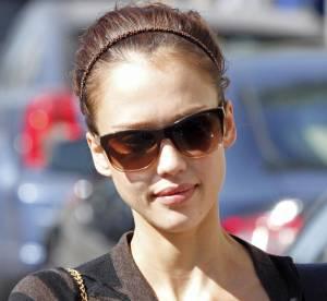 Jessica Alba, des rayures pour un look citadin et glamour...