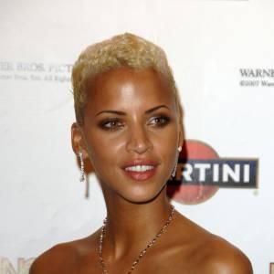 Le top model français détonne avec cette coupe très courte qui sublime sa peau dorée. Un maquillage sophistiqué, sans être too much, et Noémie Lenoir est un vrai sex-symbol.