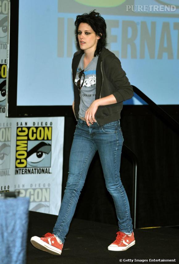 L'héroîne de Twilight n'est du genre à faire dans la dentelle. Malheureusement. Jean + t-shirt + coupe à la garçonne : pas assez féminin pour être convaincant. Dommage.