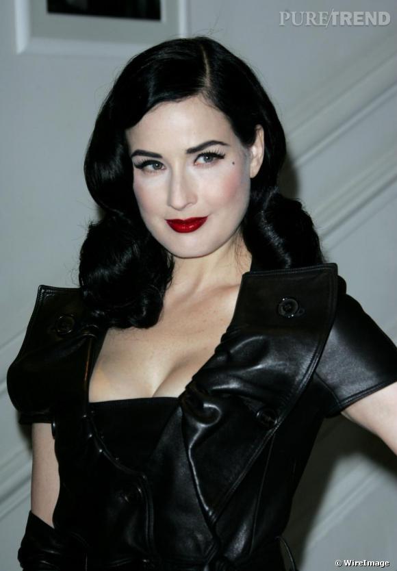 Dita von Teese, vampirisante au défilé Haute Couture de la maison Christian Dior à Paris