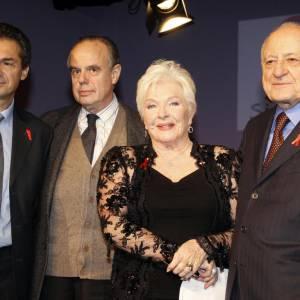Le professeur Lévy, Frédéric Mitterand, Line Renaud et Pierre Bergé au Dîner de la Mode contre le Sida