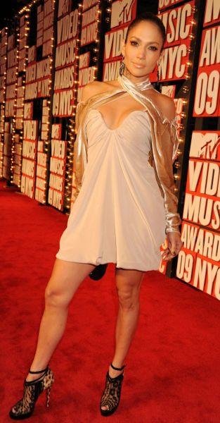 Scarlett Johansson vs Jennifer Lopez : qui porte le mieux ...