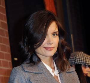 Katie Holmes, exemplaire dans son long manteau