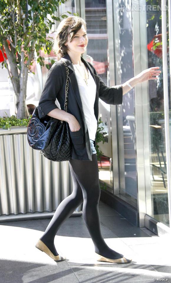 Milla Jovovich et son trio gagnant : short, blazer, ballerines.