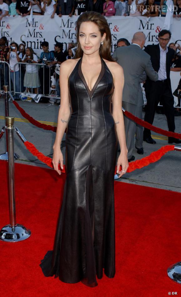 Toute de cuir vêtue Angelina a toutes ses chances avec Brad