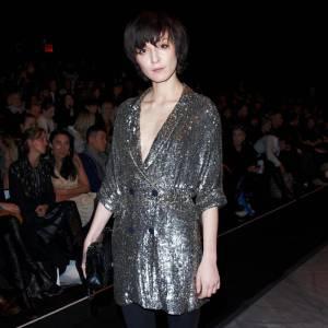 Irina Lazareanu choisit la version chic avec le legging noir
