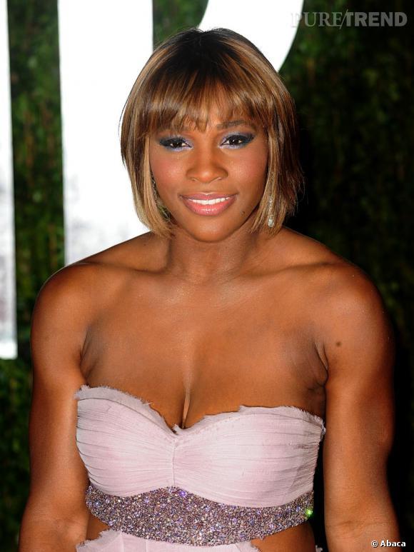 Serena Williams ose le décolleté dévastateur.