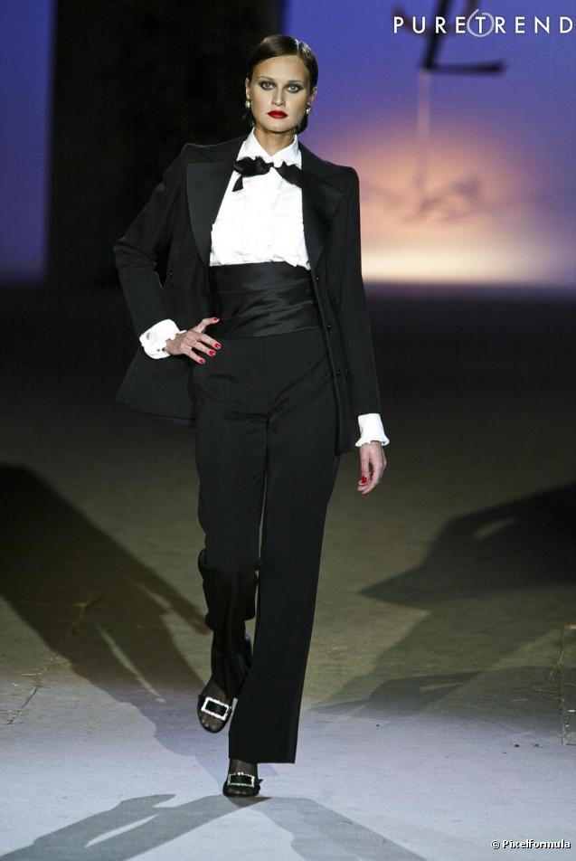 http://static1.puretrend.com/articles/9/41/45/9/@/371313-yves-saint-laurent-le-smoking-de-1966-637x0-3.jpg