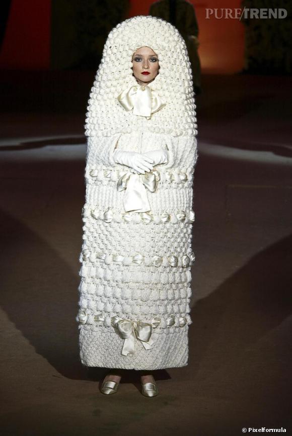 Yves saint laurent la mari e poup e russe port e par for Concepteur de robe de mariage russe