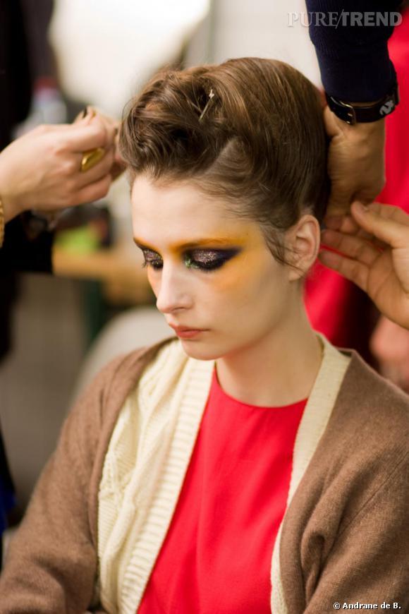 L'instant coiffure, propice à la méditation de mannequins épuisées par ces dernières semaines de défilés.