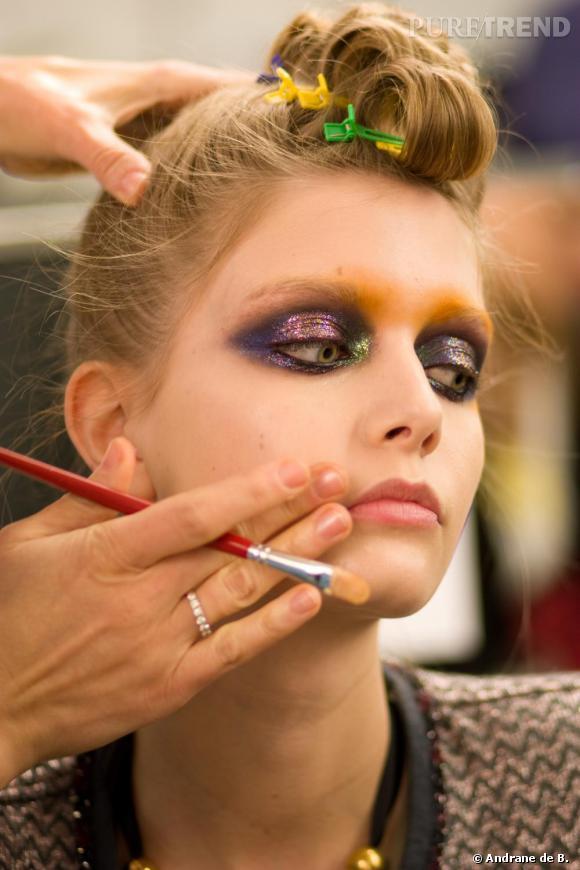 La peau est lissée, le teint unifié, pour laisser toute la place à un make up flamboyant.