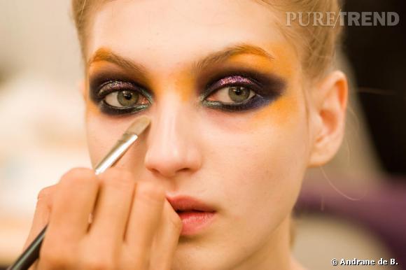 Aux commandes de la beauté en backstage du show Gaspard Yurkievich : Irena Ruben pour M.A.C Cosmetics.