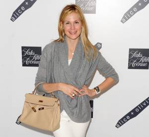 Kelly Rutherford : son look de Gossip Girl so chic... A shopper !