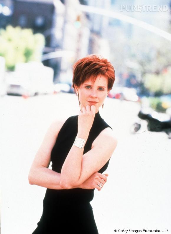 Au début de la série, Miranda Hobbes avait un look de working girl très 90's comme on peut le voir ici avec son col roulé noir.