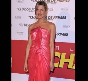 Jennifer Aniston Vs Sienna Miller : qui porte le mieux la robe paréo ?