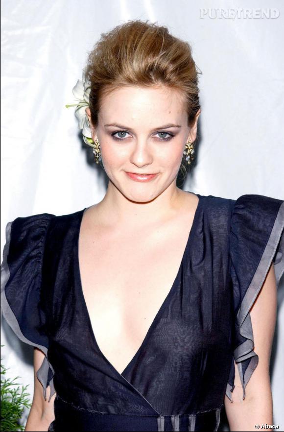 2002 : Glamour à souhaits. Alicia a 25 ans.