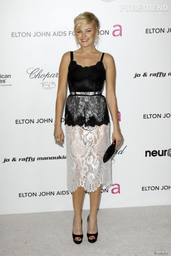 Malin Akerman prèfèrent les dentelles très sexy de Dolce & Gabbana.