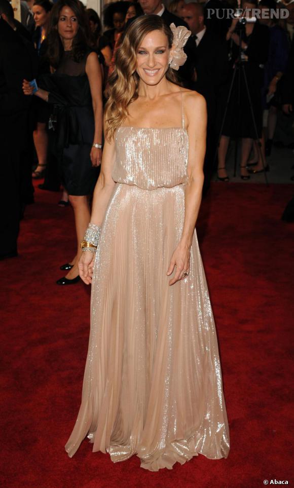 Sarah Jessica Parker portait une robe Halston Heritage lors du Costume Institute Gala. Une marque dont elle est la directrice artistique !