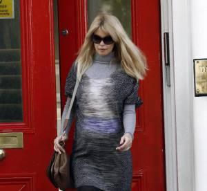 Claudia Schiffer, enceinte, tente la robe tie and dye