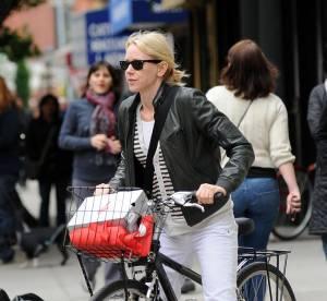 Naomi Watts : une cycliste stylée à copier !
