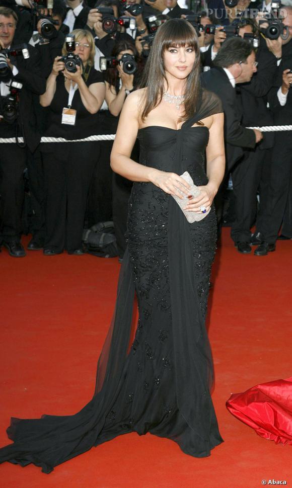 dans cette robe noire f minine et l gante monica bellucci avait tout d 39 une actrice. Black Bedroom Furniture Sets. Home Design Ideas