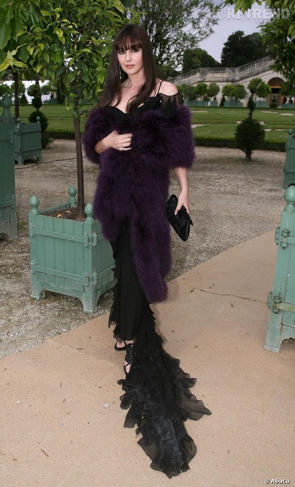 Au défilé haute couture Dior, Monica Bellucci était envoutante dans cette longue robe noire.