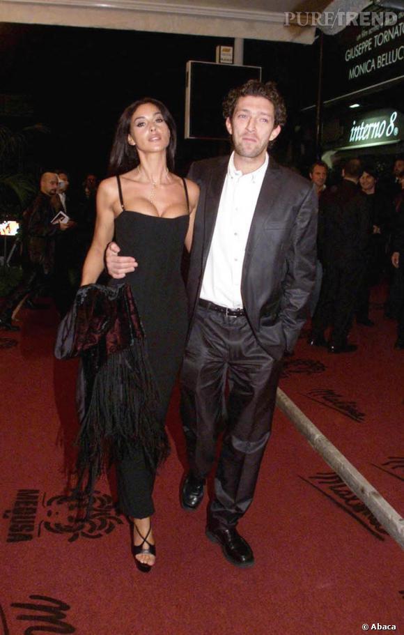 Dans cette longue robe noire, Monica Bellucci est tou simplement renversante.