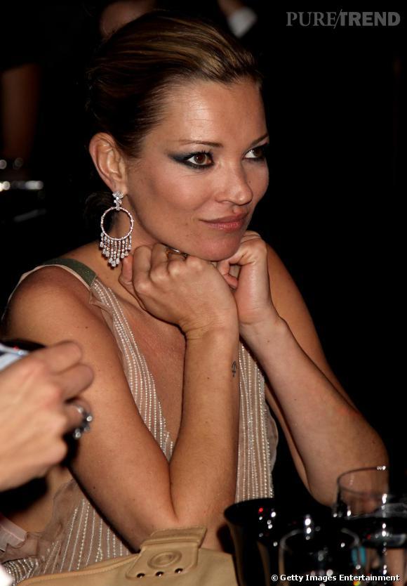 Kate Moss préfère une ancre sur la crête de son poignet. Des envies de prendre le large ?