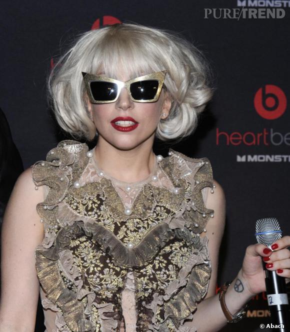 La déjantée Lady Gaga est une chanteuse très peace. Du moins elle aimerait bien.