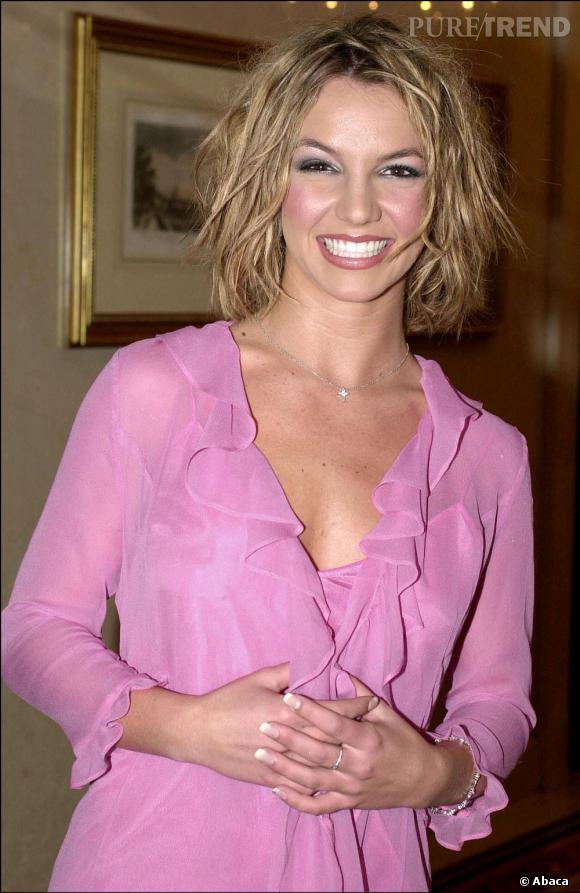 Coupe courte, coiffure saut du lit, Britney a grandi, place aux années 2000
