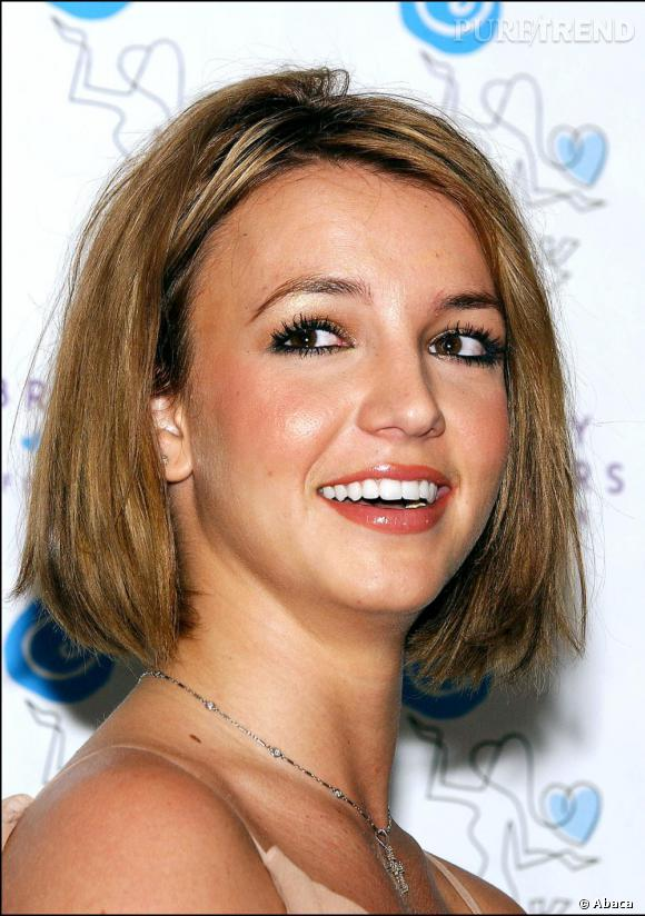2003, Britney renoue avec la coupe courte, se privant incontestablement de sensualité