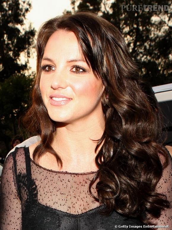 Janvier 2010, Britney arbore une crinière brillante brune et bouclée, la Princesse renaît !